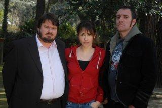 Giuseppe Battiston, Anita Caprioli e Valerio Mastandrea in una foto promozionale di Non pensarci - La serie