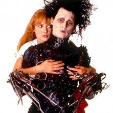 Johnny Depp e Winona Ryder in una immagine promozionale del film Edward mani di forbice