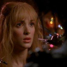 Winona Ryder in una romantica scena del film Edward mani di forbice