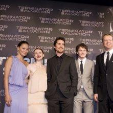 Moon Bloodgood, Bryce Dallas Howard, Christian Bale, Anton Yelchin e McG alla premiere di Terminator Salvation a Parigi
