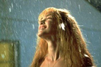 Winona Ryder nel celebre ballo sotto la neve nel film Edward mani di forbice