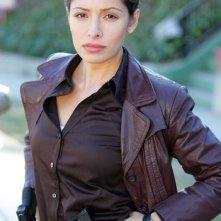 Sarah Shahi in una foto promozionale per la prima serie di 'Life'