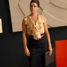 Neve Campbell è Olivia Maidstone nella serie TV The Philanthropist