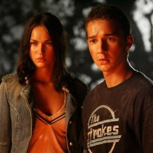 Shia LaBeouf e Megan Fox in una scena del film Transformers