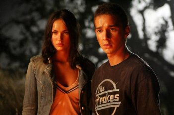 Shia LaBeouf e Megan Fox in una scena del film Transformers