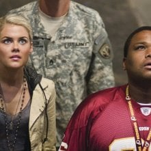 Rachael Taylor e Anthony Anderson in una scena del film Transformers