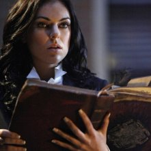 Serinda Swan in una scena dell'episodio 17 dell'ottava stagione di Smallville