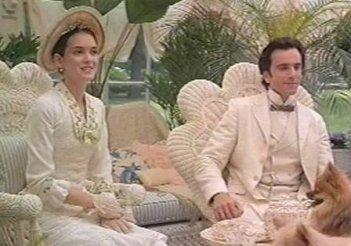 Daniel Day Lewis con Winona Ryder in una scena del film L'età dell'innocenza
