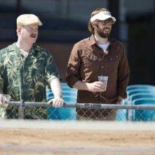 Jim Gaffigan e John Krasinski in una scena del film Away We Go