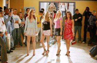 Lindsay Lohan, Amanda Seyfried, Rachel McAdams e Lacey Chabert e in una scena del film 'Mean Girls'