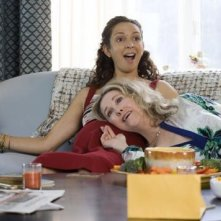 Maya Rudolph e Catherine O'Hara in una scena del film Away We Go