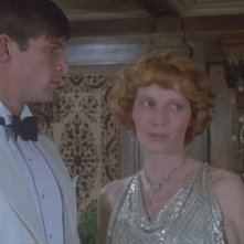 Simon MacCorkindale e Mia Farrow in una sequenza del film Assassinio sul Nilo