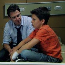Chris Vance e Billy Unger in una scena dell'episodio Maniac at the Disco di Mental