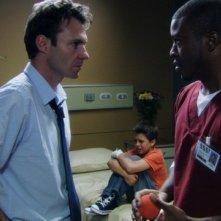 Chris Vance ed Edwin Hodge in una scena dell'episodio Maniac at the Disco di Mental