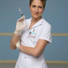 Edie Falco è l'infermiera Jackie Peyton nella serie TV Nurse Jackie