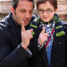 Enrico Brignano e Marco Todisco in una foto promozionale di Fratelli Detective