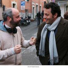 Il regista Giulio Manfredonia ed Enrico Brignano sul set di Fratelli Detective
