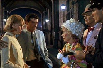 Mia Farrow con John Cassavetes, Ruth Gordon e Sidney Blackmer nel film Rosemary's baby