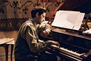 Adrien Brody interpreta Wladyslaw Szpilman nel film Il pianista di Roman Polanski