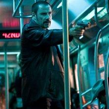 John Travolta in una scena del film The Taking of Pelham One Two Three