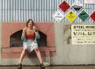Justine Clarke in una scena del film Look Both Ways - Amori e Disastri