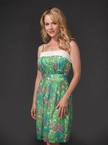 La bella Julie Benz in un'immagine promozionale della terza stagione della serie tv Dexter
