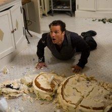 Matthew McConaughey pasticcione in una scena del film La rivolta delle ex