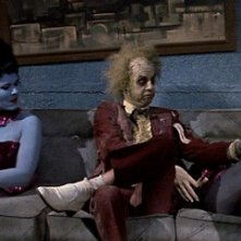 Michael Keaton in una scena del film Beetlejuice - Spiritello porcello