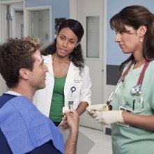 Suleka Mathew,  Jada Pinkett Smith e David Hirsch nell'episodio Healing Time di Hawthorne