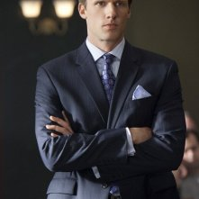 Teddy Sears in una scena dell'episodio The Curious Case Of Kellerman's Button di Raising the Bar