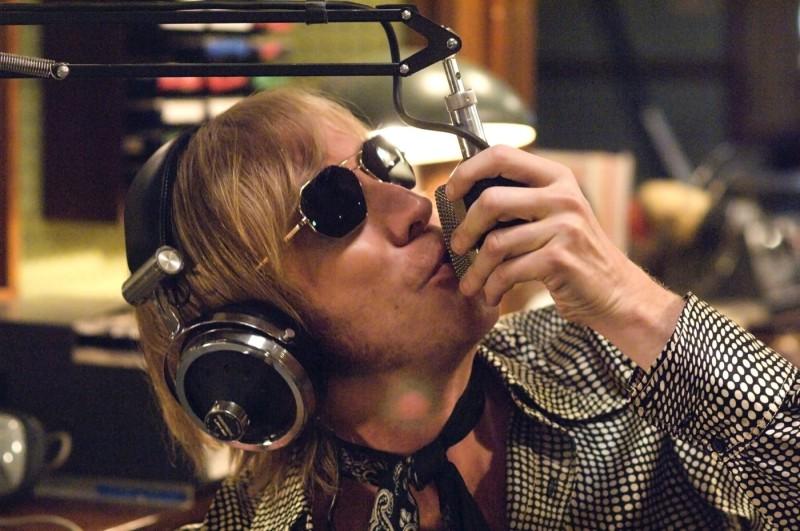 Rhys Ifans E Tra I Protagonisti Della Commedia I Love Radio Rock 120403