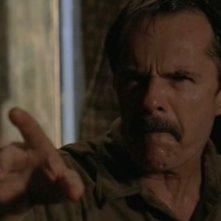 Robert F. Lyons è Hank Whitmore, il padre adottivo di Michael, nell'episodio 'Independence Day' di Roswell
