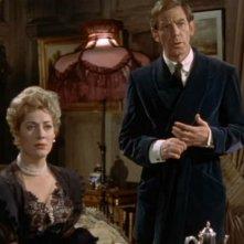 Michael Gough e Melissa Stribling in una scena del film Dracula il vampiro