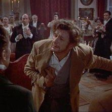 Peter Cushing e Michael Gwynn in una scena del film La vendetta di Frankenstein