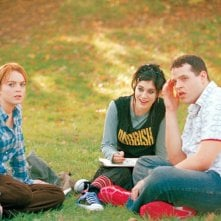 Lindsay Lohan (Cady Heron), Lizzy Caplan (Janis Ian) e Daniel Franzese (Damian) in una scena di Mean Girls
