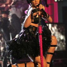 Rihanna durante la performance live agli MTV Movie Awards 2007