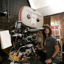 Un'immagine di Lizzy Caplan sul set di The Class