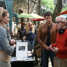 Evan Rachel Wood, Henry Cavill e il regista Woody Allen sul set del film Whatever Works