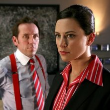 Ben Miller e Belinda Stewart-Wilson nell'episodio 6 della stagione 3 di Primeval