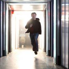 Douglas Henshall in una scena della serie Primeval