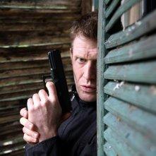 Jason Flemyng è Danny Quinn in una scena di Primeval