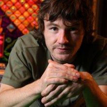 Nick Evans è Shane Maguire in una foto promozionale della serie Shameless.