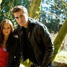 Nina Dobrev e Paul Wesley in una foto promozionale di The Vampire Diaries