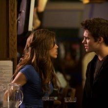 Steven R. McQueen e Kayla Ewell in una scena di The Vampire Diaries