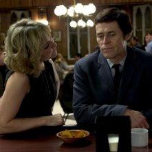 Amy Carlson e Willem Dafoe in una scena del film Anamorph