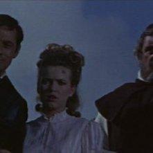 Andrew Keir con Francis Matthews e Suzan Farmer in una scena del film Dracula principe delle tenebre