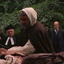 Andrew Keir in una scena del film Dracula principe della notte