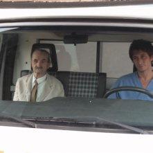 Carlo Rivolta da Vanzaghello e Fabrizio Veronese in una scena del film Tre lire - Primo giorno