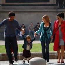 Juan Pablo Di Pace, Francesca Faiella e Maria Victoria Di Pace in una scena del film Tutti intorno a Linda