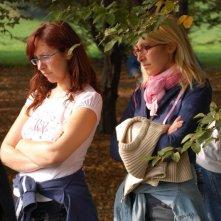 Le registe Barbara e Monica Sgambellone sul set di Tutti intorno a Linda